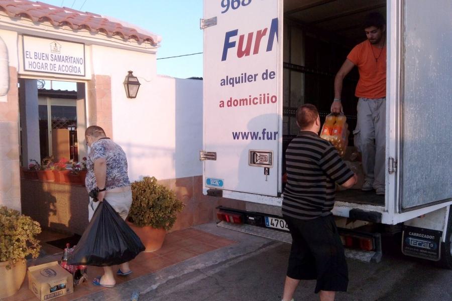 Los Estudiantes De Alfonso XIII Y CIM Donan Alimentos Por Sus Fiestas Patronales