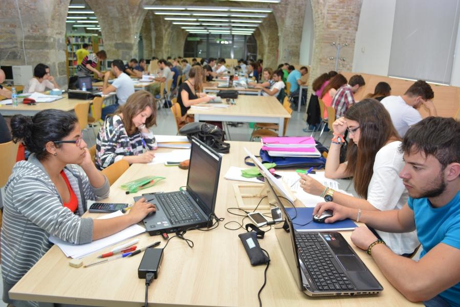 La Biblioteca De Antigones Amplía Su Horario