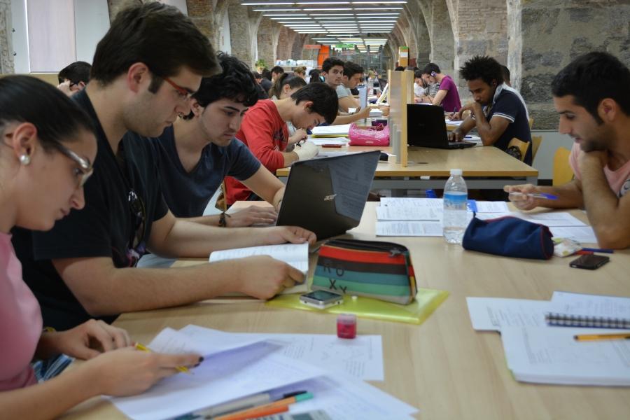 Apertura De Biblioteca Y Aulas De Estudio En El Periodo De Navidad