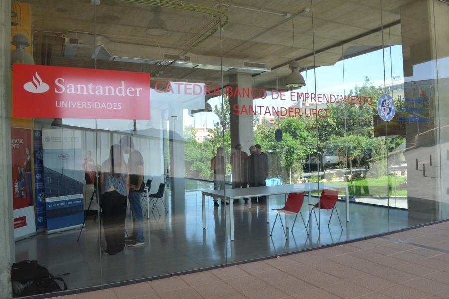 Los Estudiantes De La UPCT Podrán Optar A 28 Nuevas Becas Santander Para Prácticas En Empresa