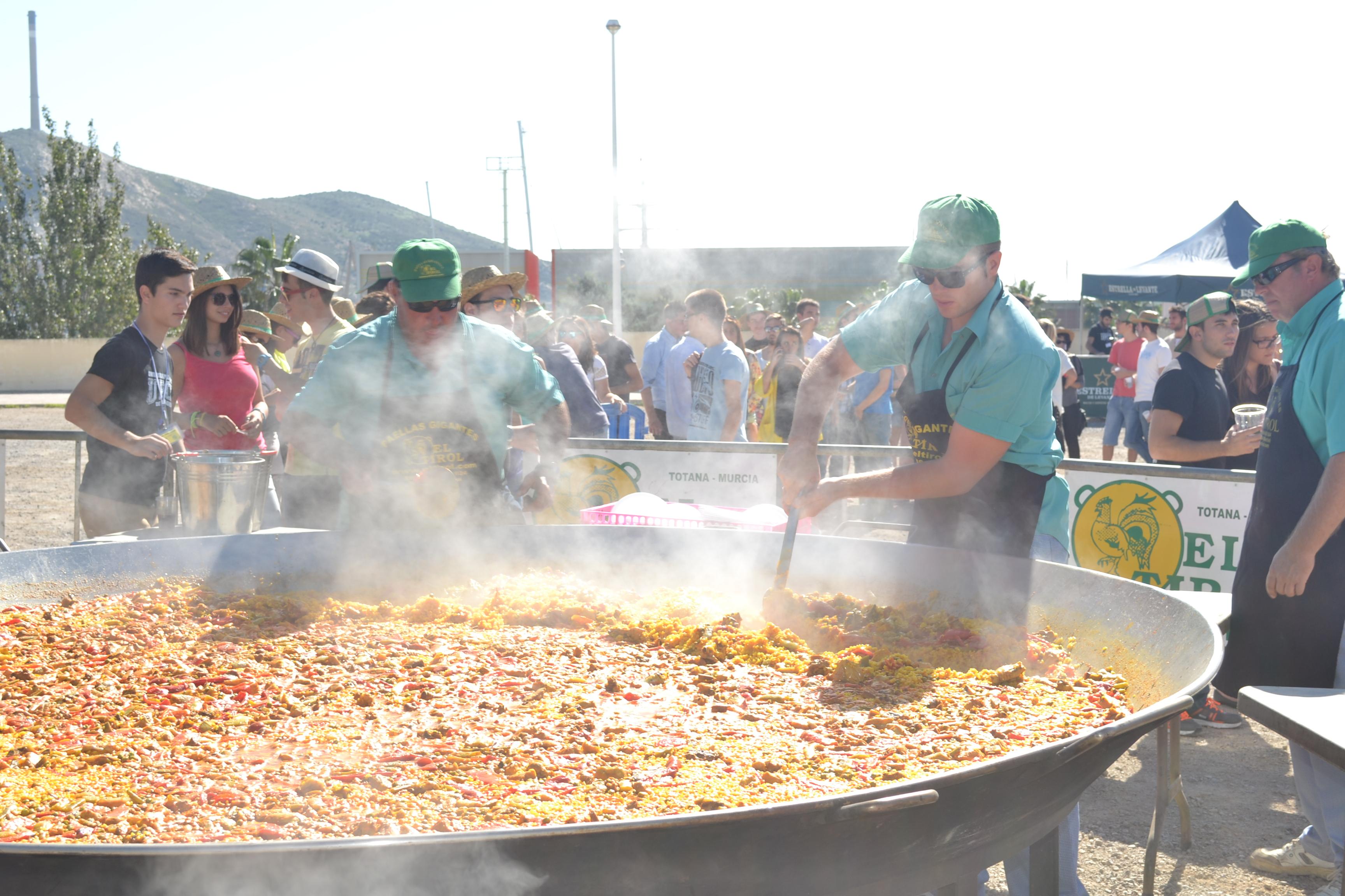 Torneo De 'LOL', Ruta De La Tapa, Fiesta Nocturna Y Paella Gigante En Las Fiestas De Bienvenida De La UPCT