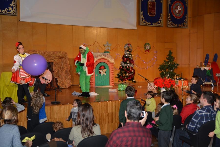 Actuación Navideña Del Aula De Teatro De La UPCT Para Recaudar Juguetes Y Alimentos